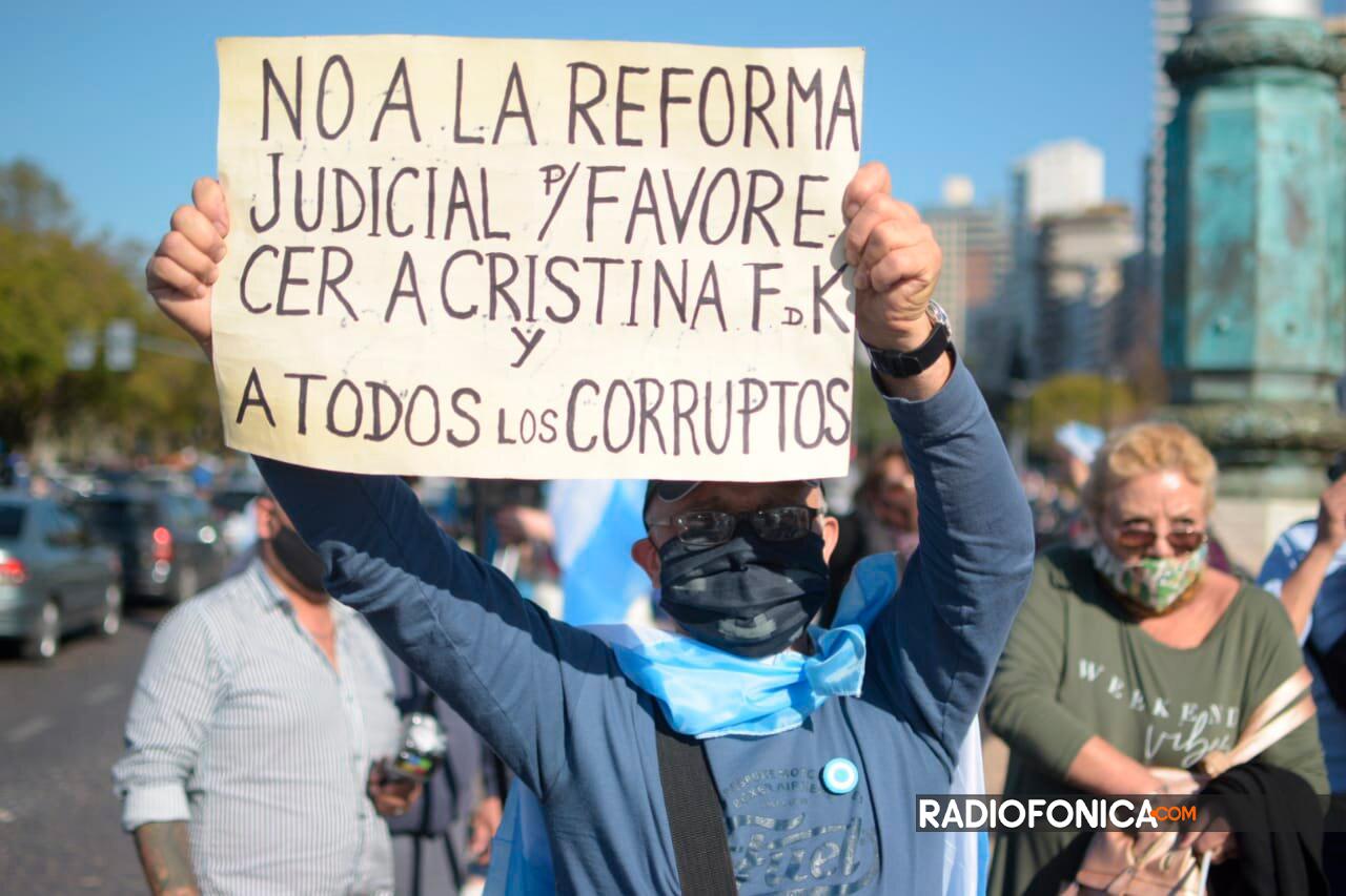 17A: marcha en el Monumento en repudio al Gobierno Nacional ...